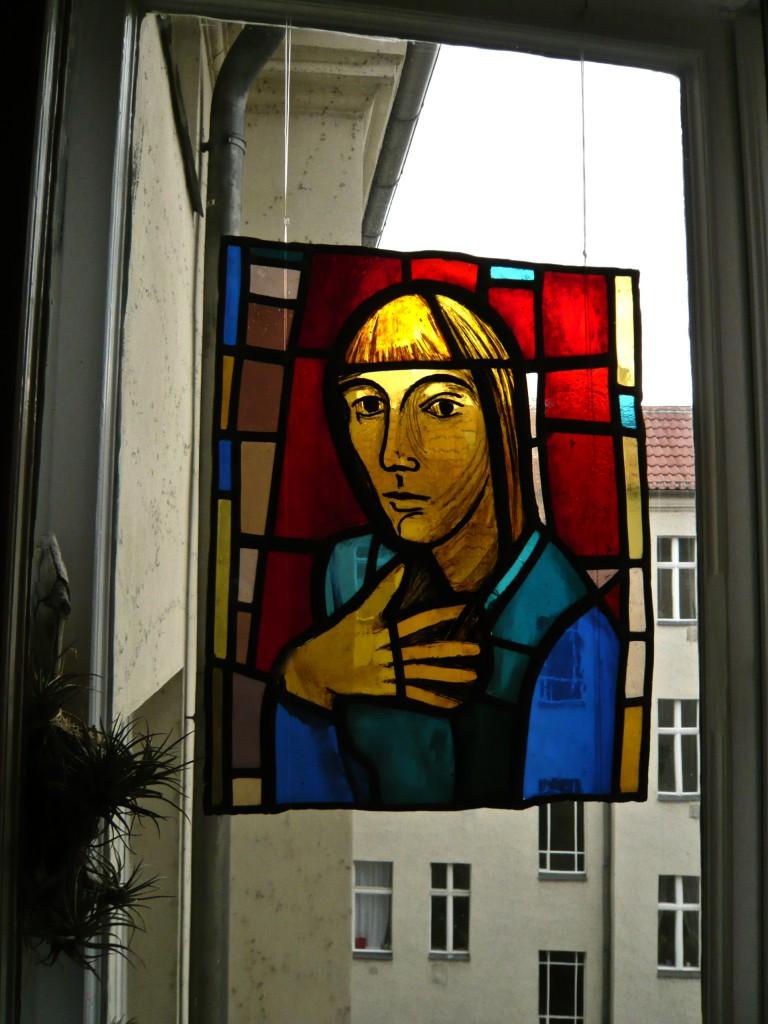 Digitalaufnahme,K.S.,1975, Farbiges Glas, Schwarzlottechnik, Bleifassung, 47x38 cm